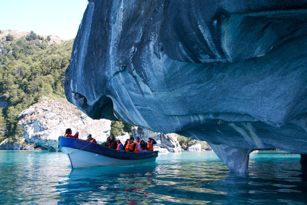 La Catedral de Mármol es una formación mineral de carbonato de calcio, en las costas del lago General Carrera, Chile