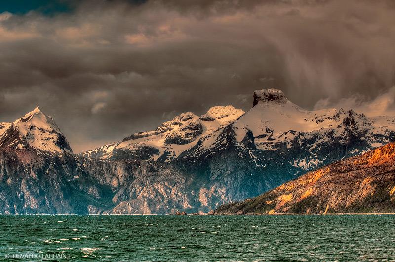 La Toma de posesión del estrecho de Magallanes, recoge los antecedentes y acciones que llevaron a la República de Chile a tomar posesión del estrecho de magallanes.