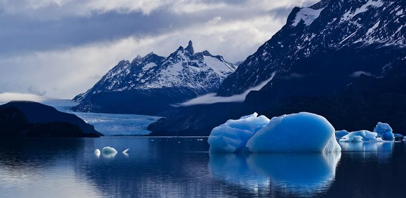 También llamado lago de Grey, es un cuerpo de agua de origen glaciar ubicado en la parte occidental del Parque Nacional Torres del Paine, en la Provincia de Última Esperanza.