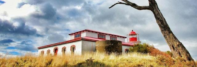 ubicado al final de patagona esta el faro de san isidro
